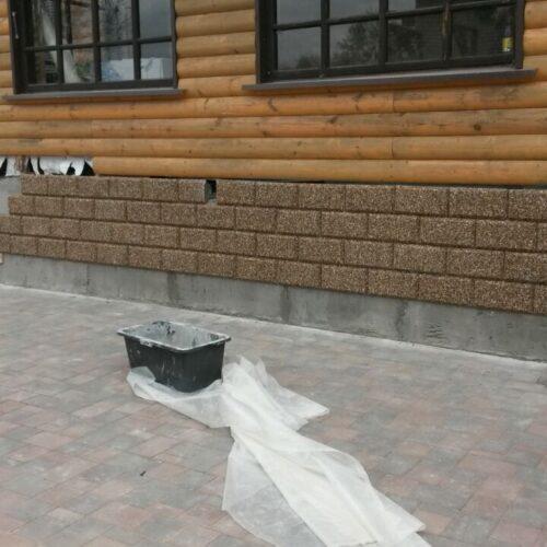 Установленные Заборные блоки из мытого бетона