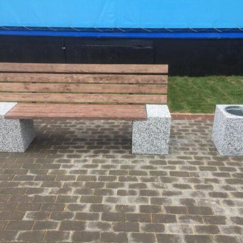 Уличная скамейка с урной